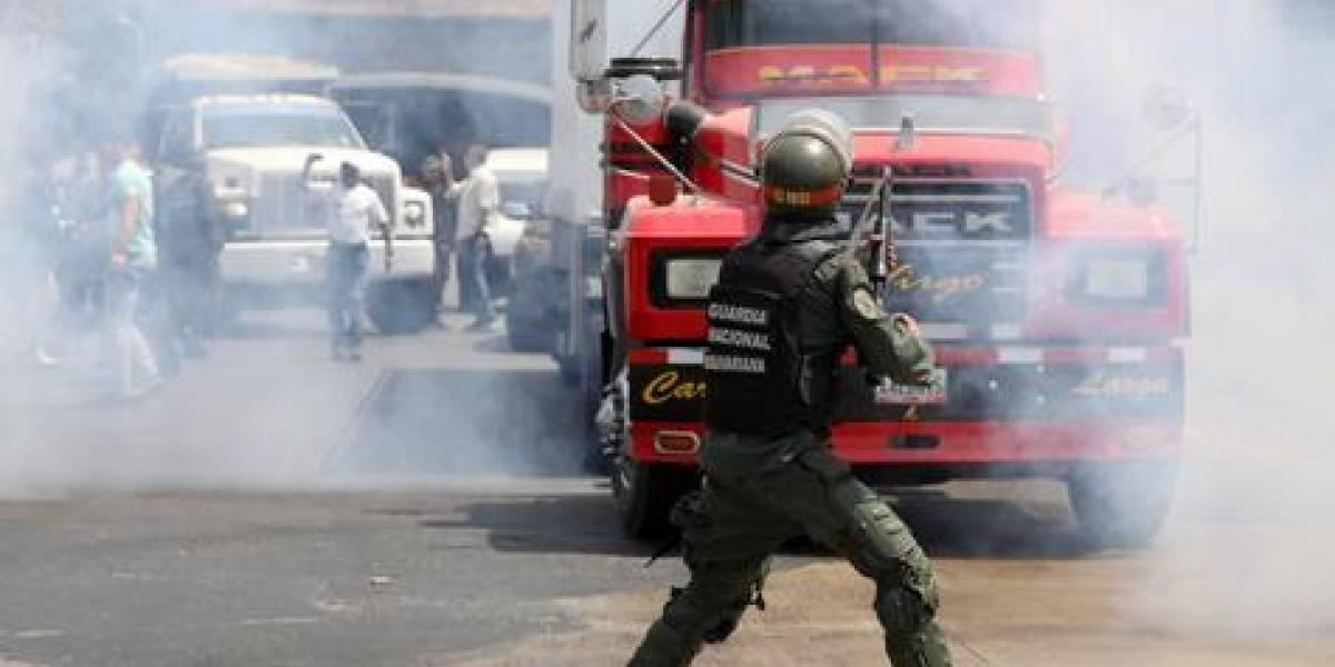 Militares bloquean caravana opositora