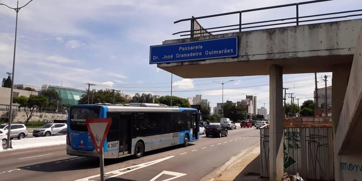 Após um ano, passarela perto do Aeroporto de Congonhas continua inutilizável