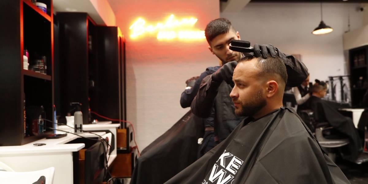 Barbería al estilo Nueva York promete elevar la experiencia de recorte