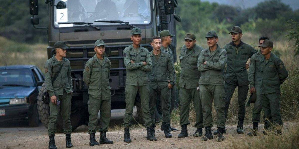 """Minuto a minuto: Canadá advierte que """"Maduro ha abierto fuego"""" contra la gente en la frontera de Venezuela con Brasil"""