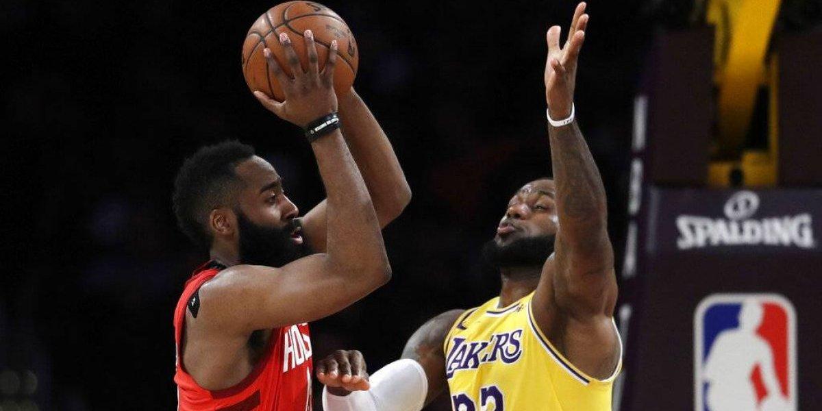 LeBron guía a los Lakers a victoria sobre los Rockets