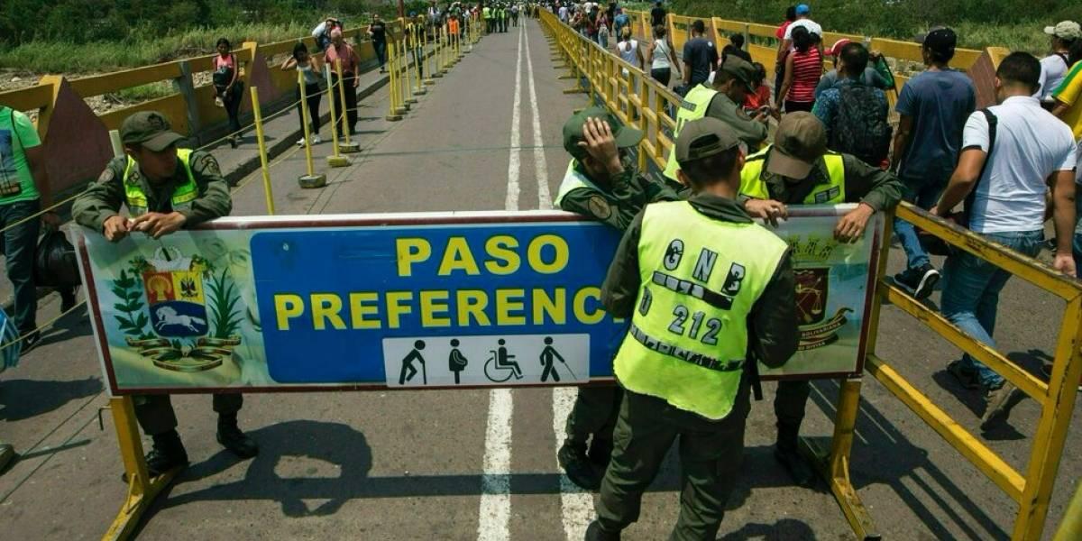 Venezuela cierra frontera con Colombia para evitar entrada de ayuda