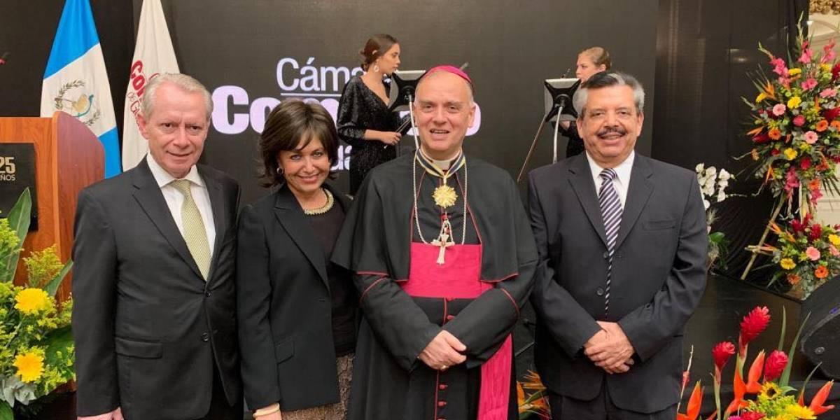 Cámara de Comercio condecora a nuncio apostólico Nicolás Thevenin