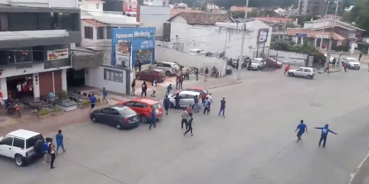 Se viraliza video de pelea entre hinchas antes del partido Deportivo Cuenca vs Emelec-Liga Pro Ecuador