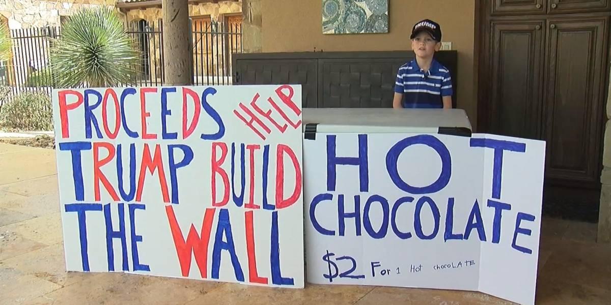 """Un niño se hace famoso por vender chocolate para """"ayudar a Trump a construir el muro"""""""