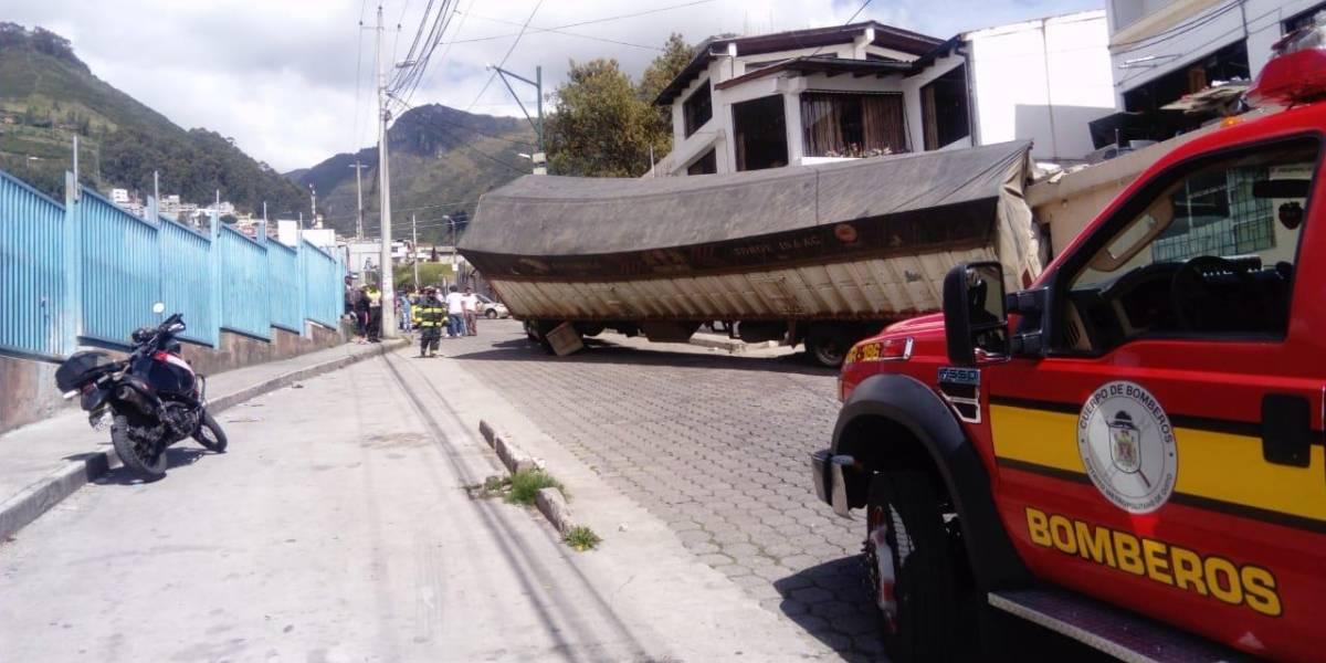 Quito: Accidente de tránsito en el sector La Primavera, barrio Las Casas