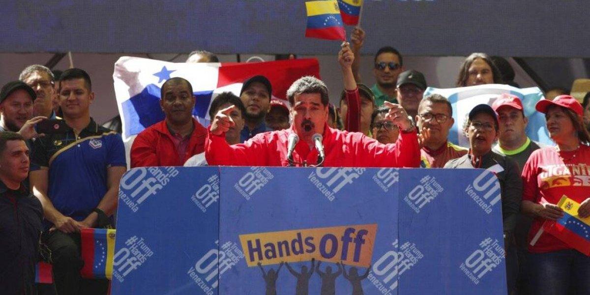 """Maduro denuncia que """"ya hay dos muertos"""" por ingerir comida proveniente de ayuda humanitaria"""