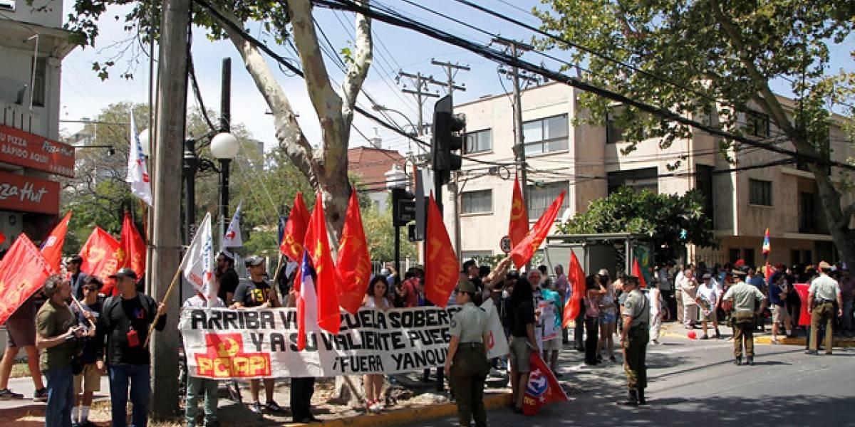 Incidentes en la embajada de Venezuela en Santiago por apoyo a Nicolás Maduro