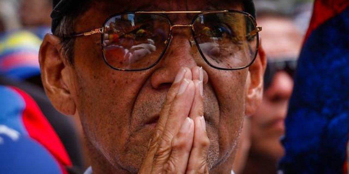 Lo que dejó el #23feb en Chile: incidentes frente a la embajada de Venezuela versus una tranquila recolección de ayuda
