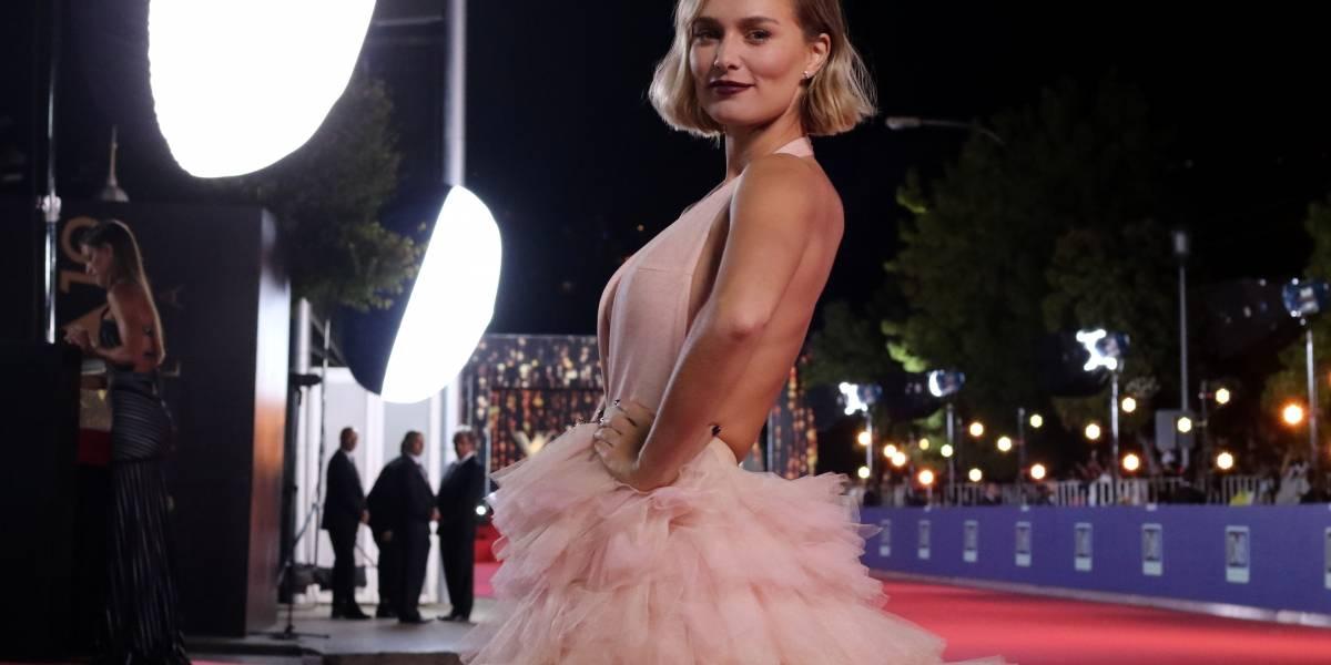 Kika Silva deslumbró con vestido inspirado en Karl Lagerfeld