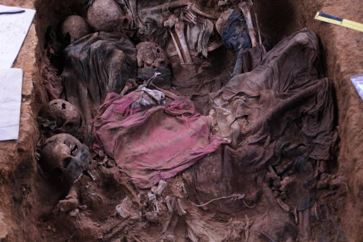 Cementerio clandestino dentro de Creompaz. Foto: CPR Urbana