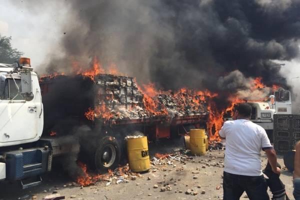 Queman ayuda humanitaria - Venezuela