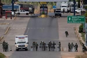 Dos ambulancias cruzan de Venezuela a Brasil con muertos y heridos