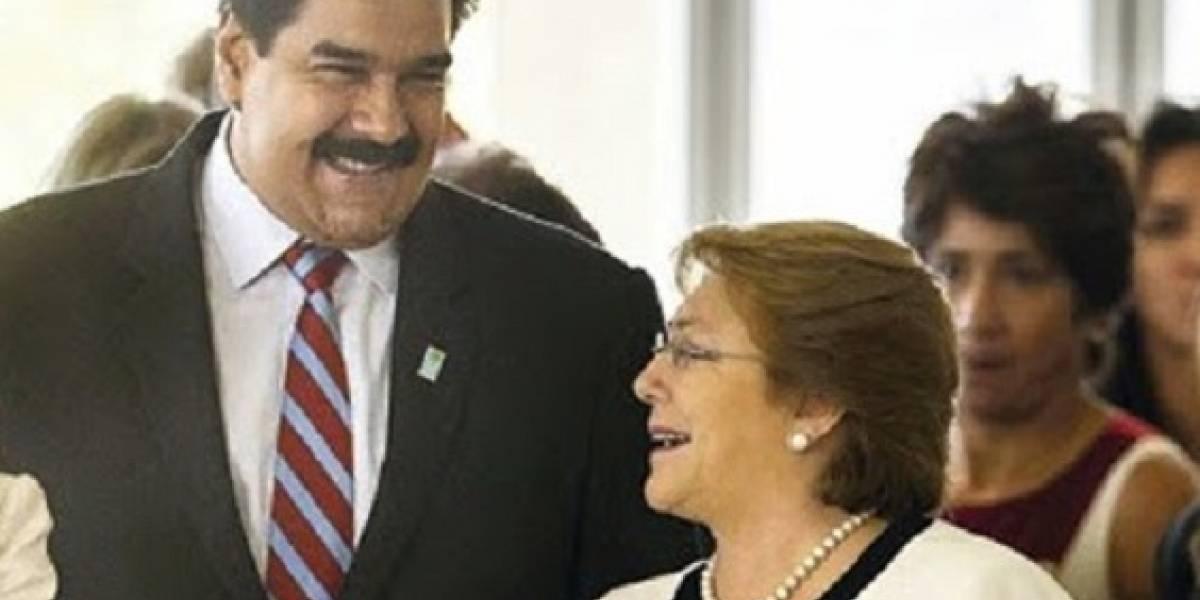 """De """"misógino  e ignorante"""" califica el PPD al español Miguel Bosé tras rabioso ataque a ex Presidenta Bachelet"""