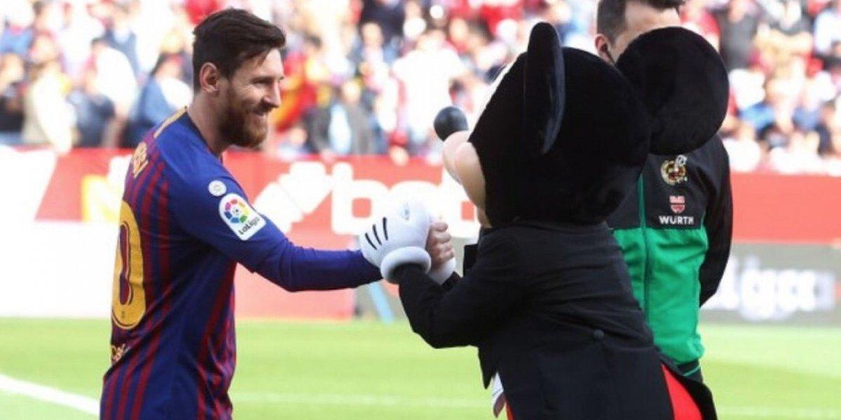 Mickey Mouse causa polémica en el Sevilla vs Barcelona