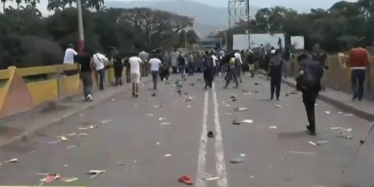 Se registran disturbios en puentes fronterizos por entrega de ayudas a Venezuela
