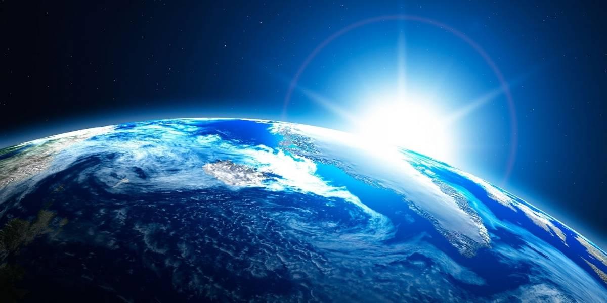 Científicos descubren que la Luna orbita dentro de la atmósfera terrestre
