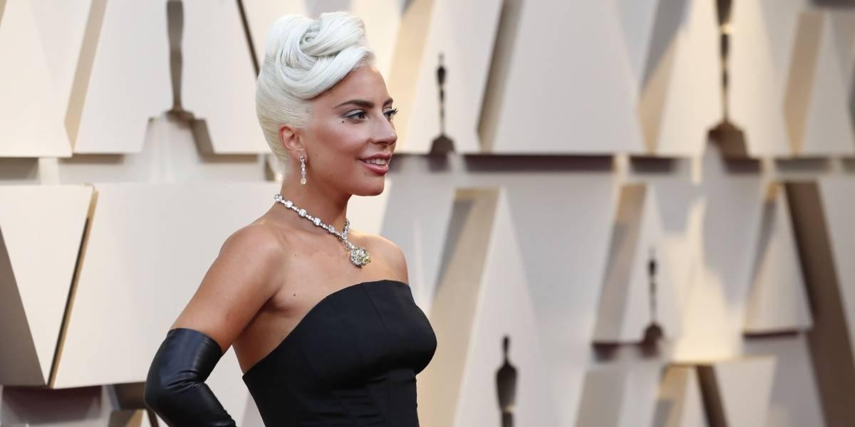 Lady Gaga ou Audrey Hepburn? Cantora surpreende com o look mais sóbrio de sua história no tapete vermelho