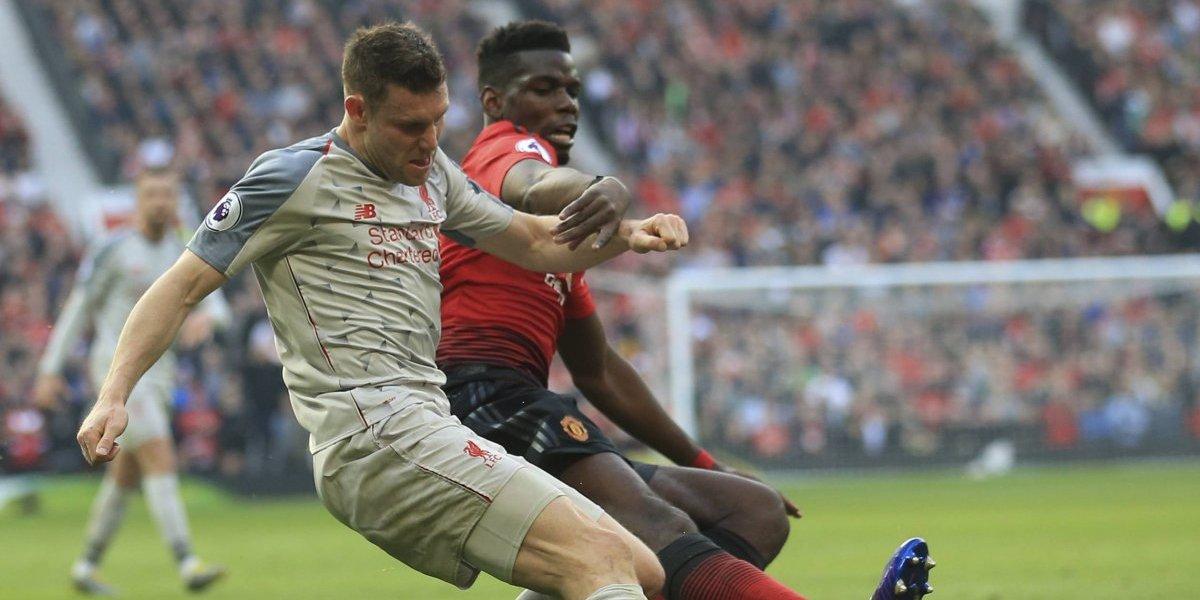 Liverpool y Manchester United empatan para dejar vía libre a Manchester City