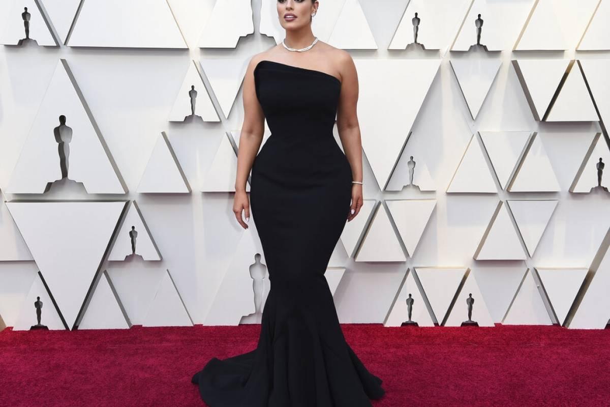 El look elegante y a la vez sexy de Ashley Graham sorprendió y lanzó un mensaje muy positivo a las mujeres con curvas. Foto: AP