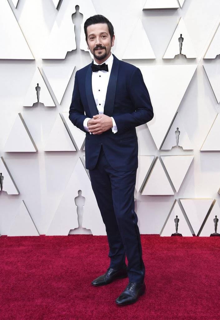 El actor mexicano Diego Luna sonrió ante los reflectores. Foto: AP