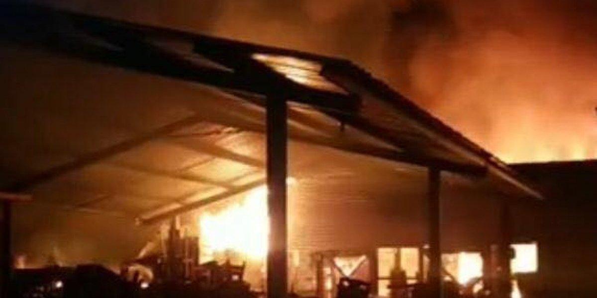 Incendio consume más de 90 locales del Antiguo Mercado de Mazatenango