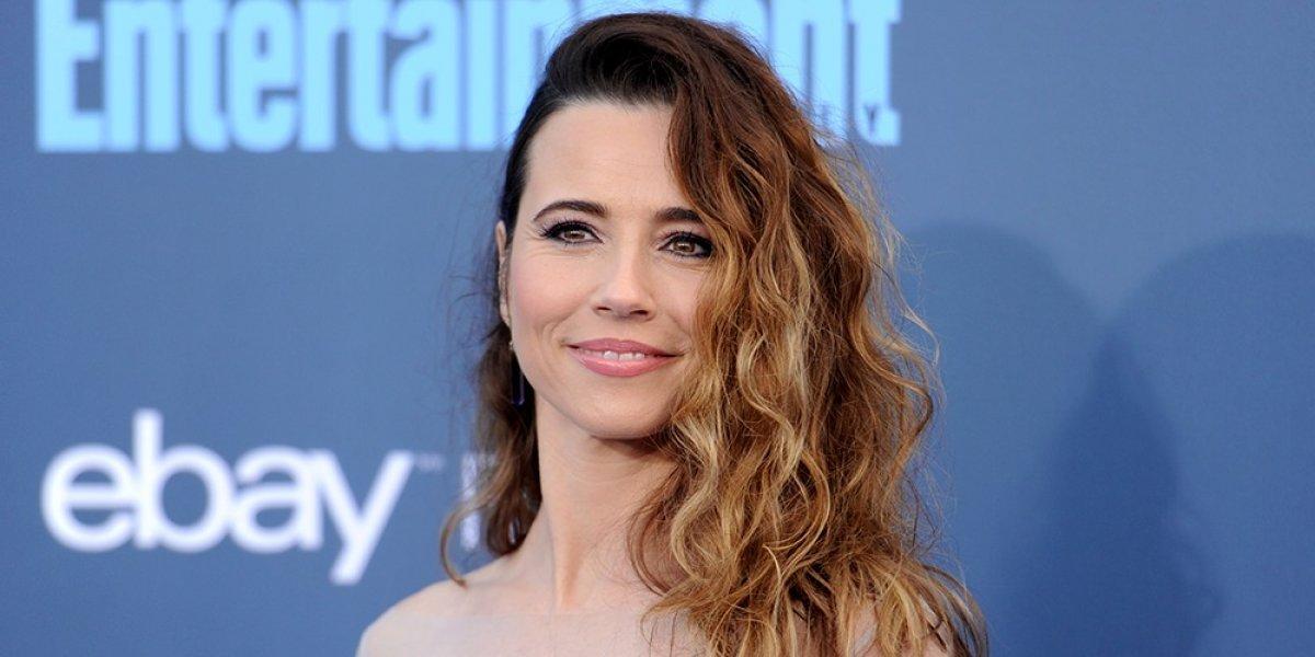 Linda Cardellini provoca burlas en las redes por el vestido que eligió para los Oscar