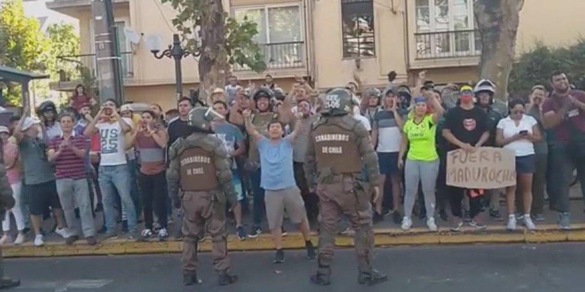 Repudio generan cánticos de grupo de manifestantes venezolanos que se burlaron de familiares de detenidos desaparecidos