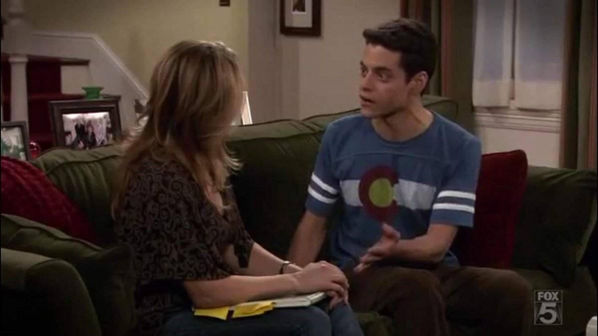 Em 2005, passou para o elenco principal de The War at Home, sitcom da Fox sobre uma família disfuncional Divulgação