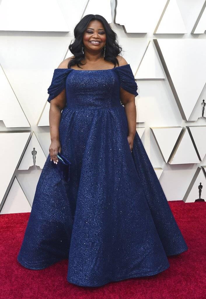 La actriz Octavia Spencer, con un vestido en color azul noche. Foto: AP