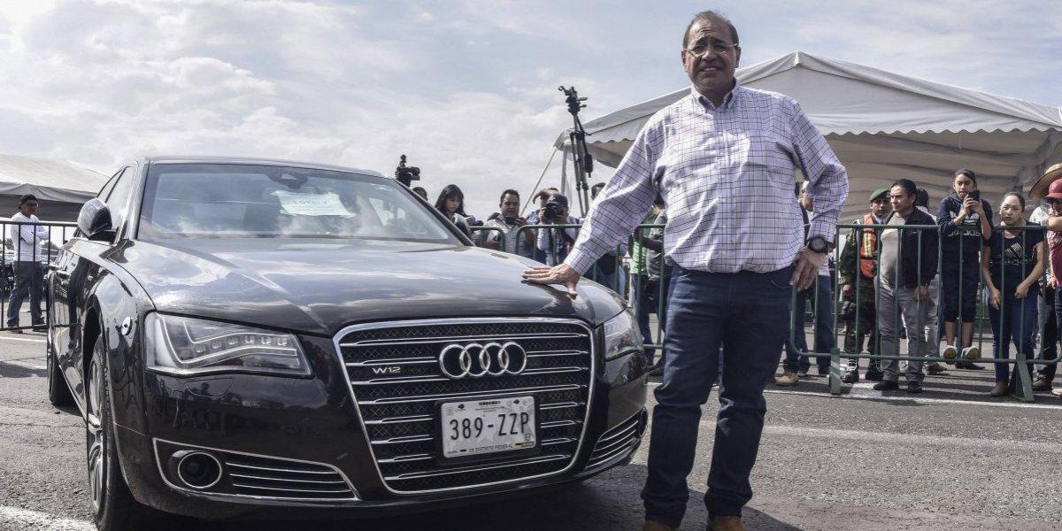 """Empresario que adquirió """"la bestia mexicana"""" prestará el auto a AMLO"""