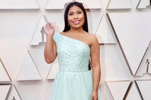 dbe389df08 VIDEO  Así fue la emotiva reacción de Yalitza Aparicio cuando vio su  maquillaje para los Oscar 2019