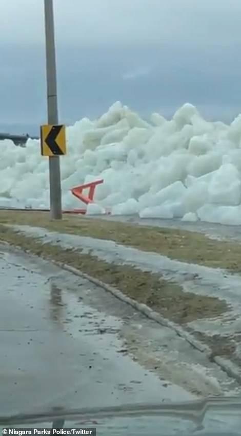 """Un impresionante """"Tsunami de Hielo"""" golpea el norte de los Estados Unidos y estas fueron las imágenes de la jornada"""