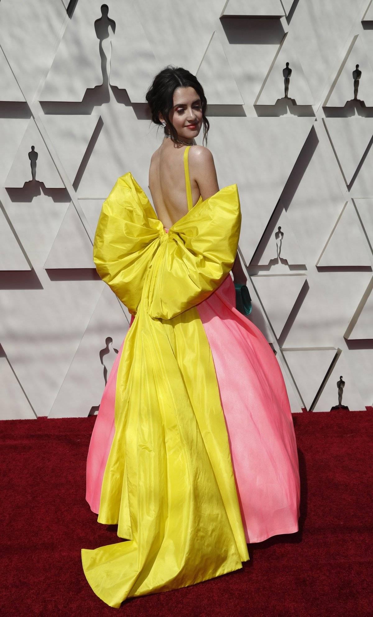 Laura Marano, que apresentou a premiação no Twitter, abusou do laço com esse modelo Celia Kritharioti Reuters