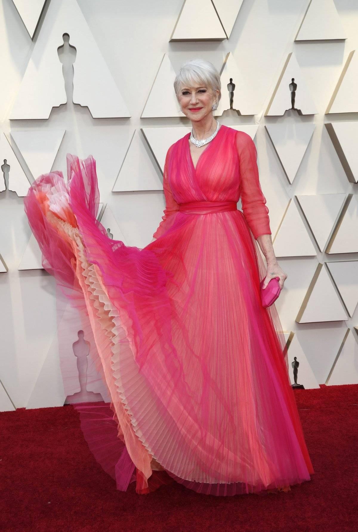 Helen Mirren algum dia já errou em um tapete vermelho? Neste ano, ela foi de look Schiaparelli Haute Couture e joias Harry Winston no valor de US$ 6 milhões. Reuters
