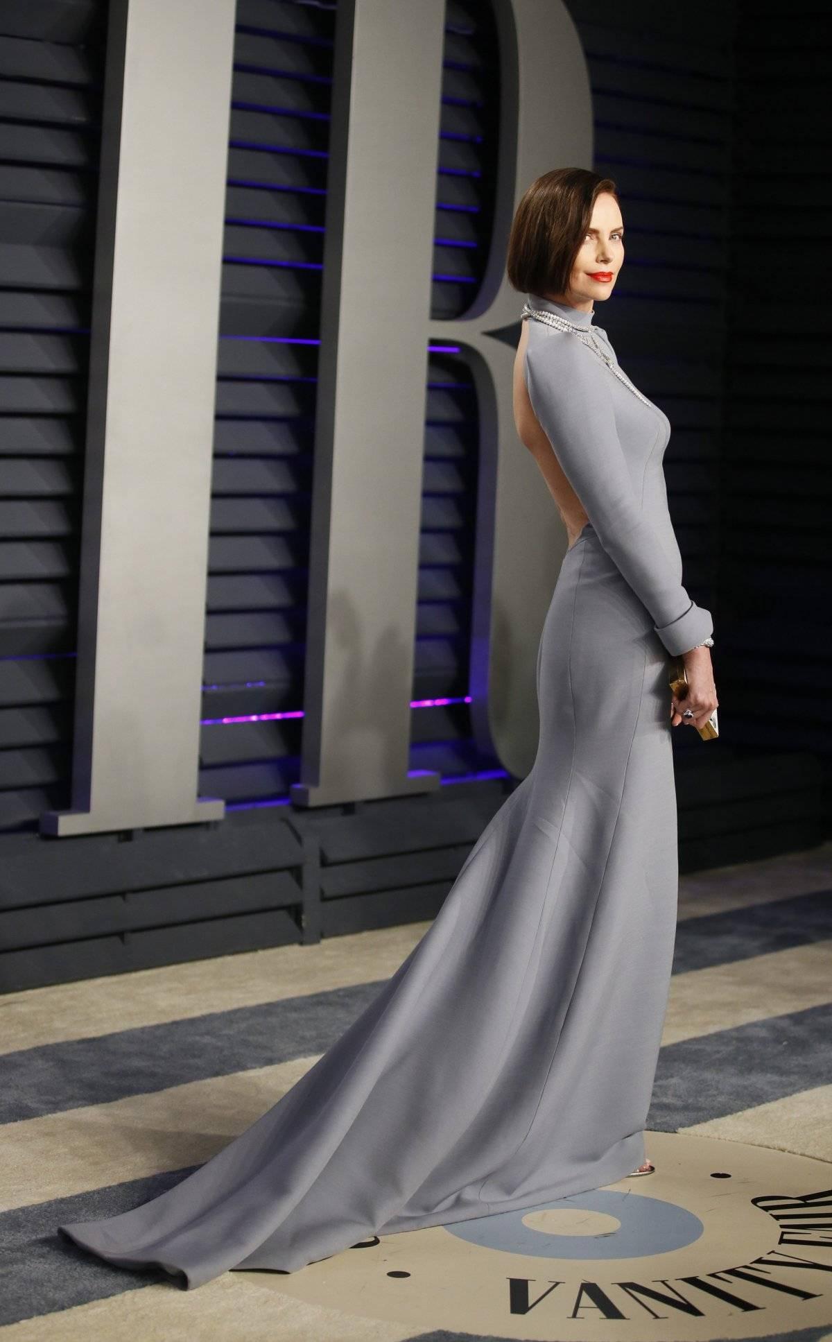 Charlize Theron surpreendeu, aparecendo morena na premiação. Seu modelito Dior também foi de tirar o fôlego Reuters
