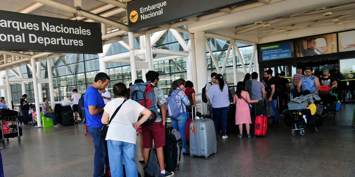 Más personas viajando en avión dentro de Chile lleva al tráfico aéreo a crecer más de 11% en enero