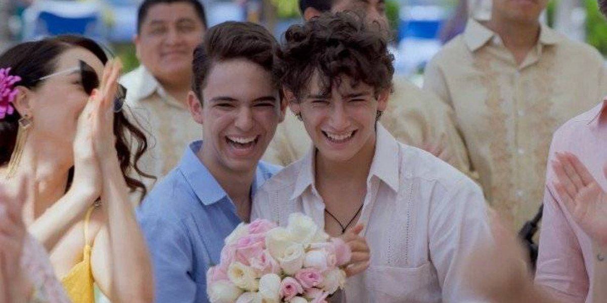 "VIDEO. Las redes estallan con el ""beso gay"" de Aristemo en novela mexicana"