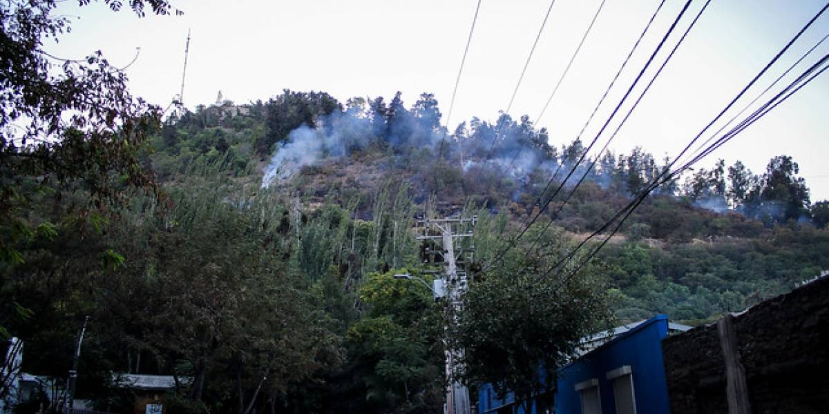 Así despertó la ladera poniente del cerro San Cristóbal tras brutal incendio forestal