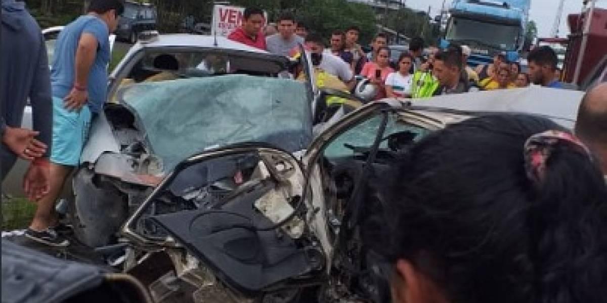 Un fallecido y nueve heridos en accidente de tránsito en la vía a Quevedo