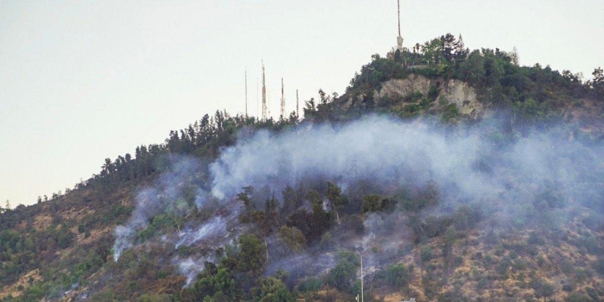Incendio en el San Cristóbal está controlado: Intendencia anunció querella contra los responsables