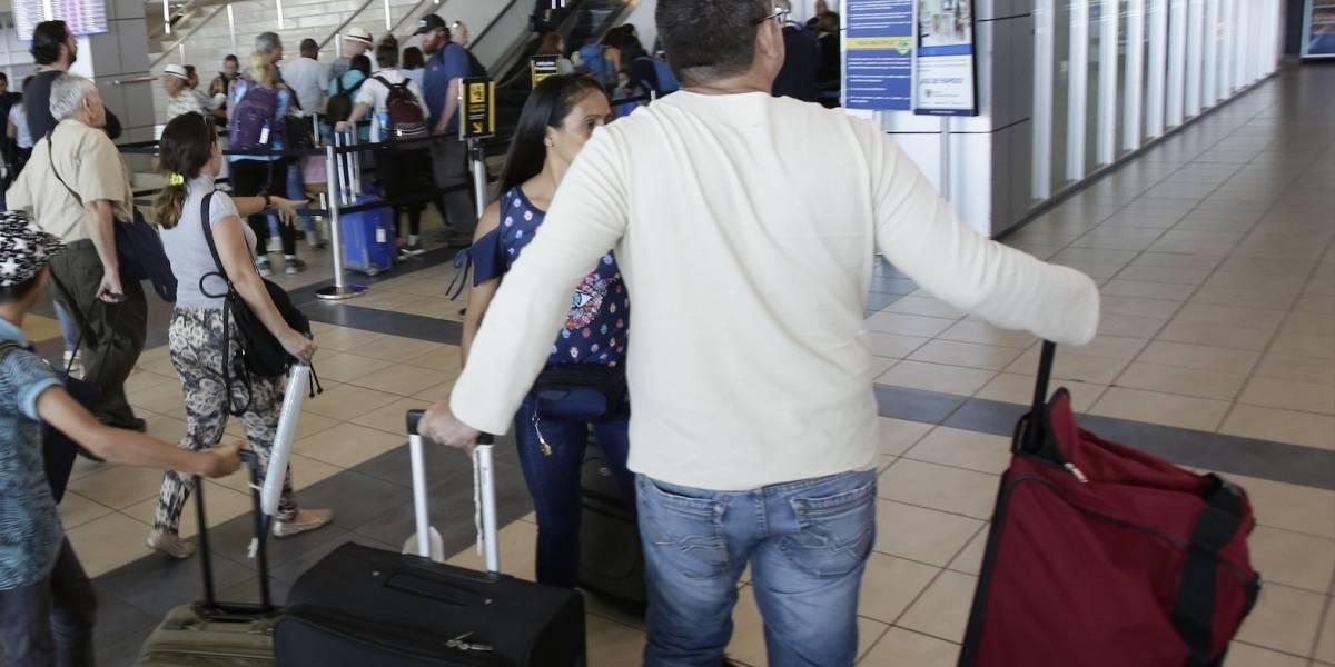 Policía impuso fuerte multa a un hombre por correr en la terminal de transporte