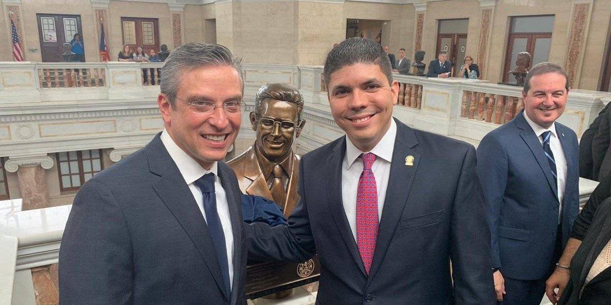 Develan bustos de Alejandro García Padilla y Luis Fortuño en el Capitolio