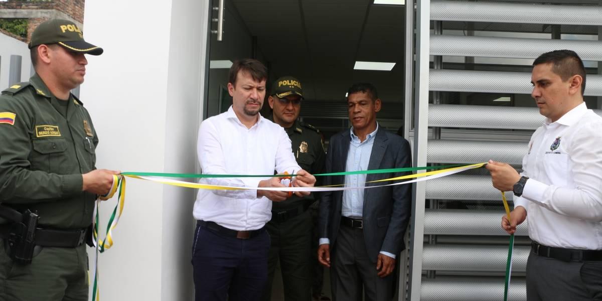 ¡Buenas noticias! Inauguran estación de Policía que funciona con energía solar