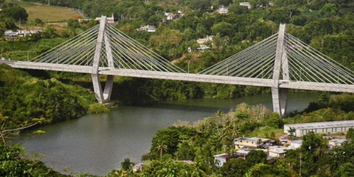 Reportan accidente con 10 carros en Puente Atirantado de Naranjito