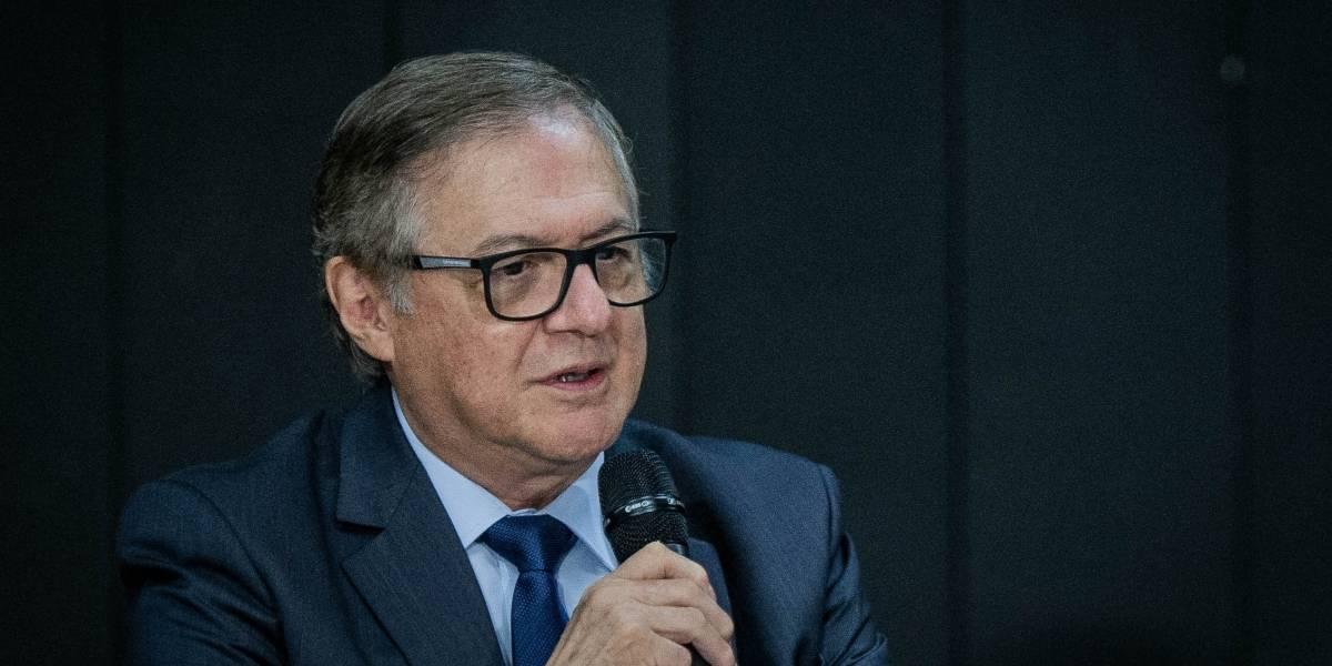 Ministro da Educação admite erro e remove slogan de Bolsonaro de comunicado às escolas