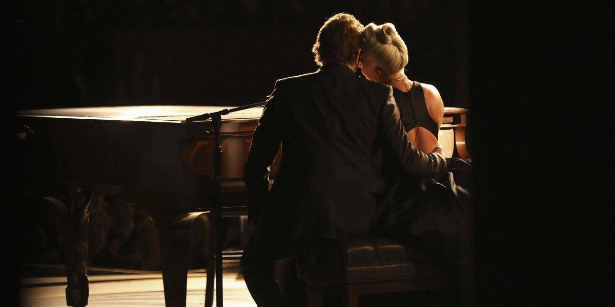 Ex-mulher de Bradley Cooper zomba do relacionamento que ele tem com Lady Gaga