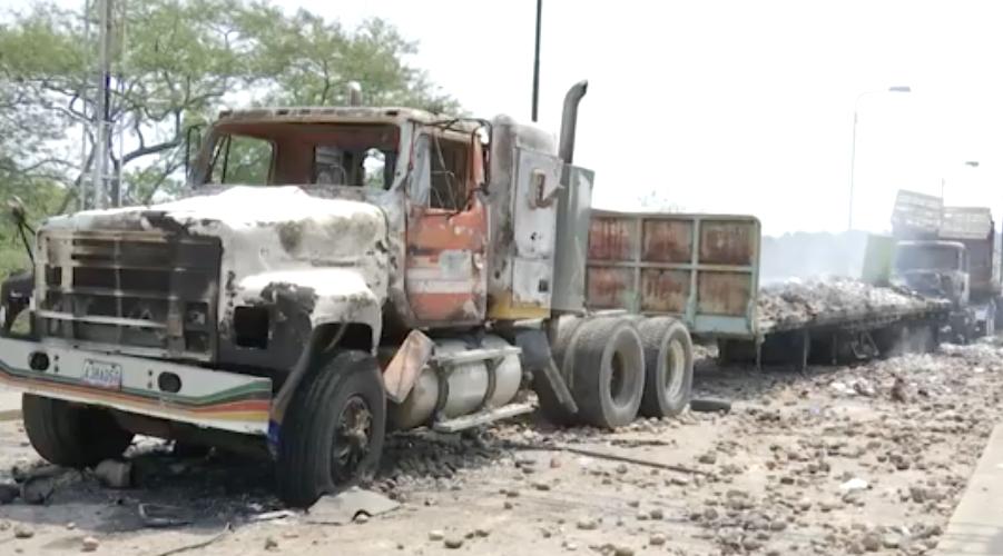 Esto habrían encontrado en los camiones quemados que llevaban la ayuda humanitaria