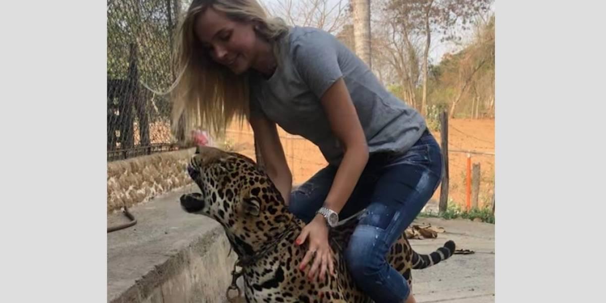 Críticas a Elizabeth Loaiza por fotos con animal encadenado