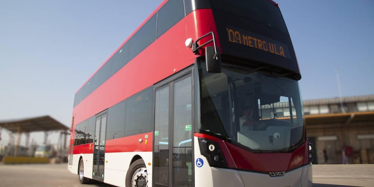 La capital prueba otro autobús de dos pisos para el Transantiago